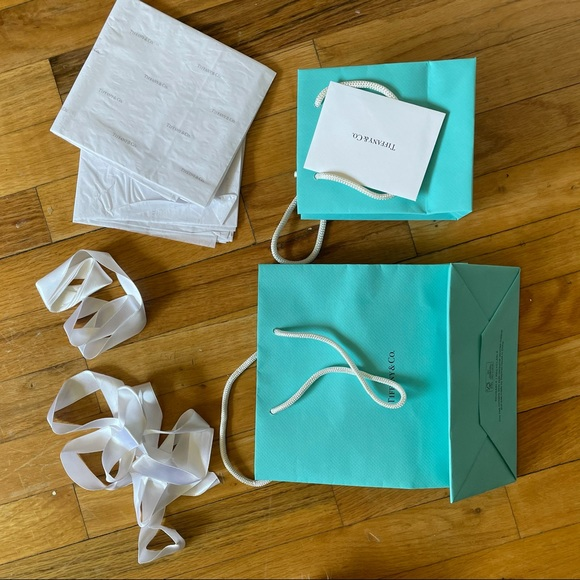 Tiffany bag, wrapping paper, ribbon and cards